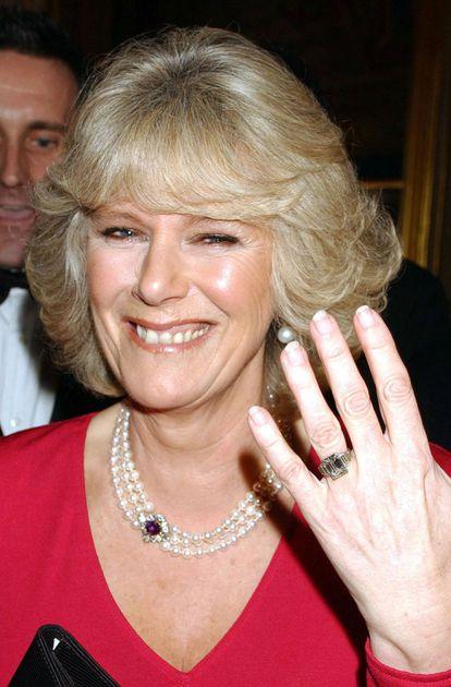Camilla Parker Bowles, aquí fotografiada en 2005, se sometió a intervenciones para embellecer su dentadura y mejorar su imagen pública, según publicaron varios medios de sociedad británicos.