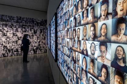 'Beautiful Agony' de Joan Fontcuberta, con rostros de gente irreal en pleno orgasmo generado por la tecnología.