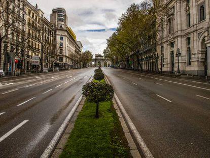 Vista de la calle Alcalá vacía con la Puerta de Alcalá al fondo el pasado el 24 de marzo.