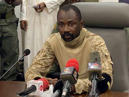 El militar Assimi Goita, que encabeza el golpe de Estado en Malí, durante una rueda de prensa el pasado miércoles en Bamako.