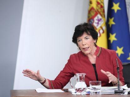 La ministra de Educación y Formación Profesional, Isabel Celaá, en la rueda de prensa posterior al Consejo de Ministros.