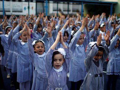 Alumnas de un colegio de la ONU en Gaza, en el inicio del curso.