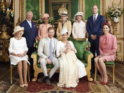 Los duques de Sussex han querido una ceremonia discreta y privada, sin cámaras, sin desvelar el nombre de los padrinos y con fotografías elegidas por ellos
