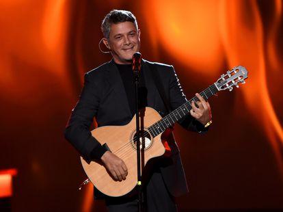 Alejandro Sanz actua en la gala de la Persona del Año de la Academia Latina de la Grabación en honor a Juanes, el 13 de noviembre de 2019 en Las Vegas.