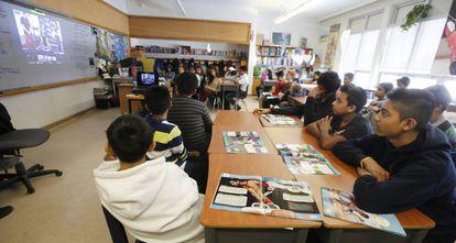 Alumnos en un instituto público de Canadá.