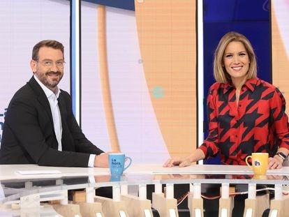 Marc Sala y Silvia Intxaurrondo, en el plató de 'La hora de La 1'. / RTVE