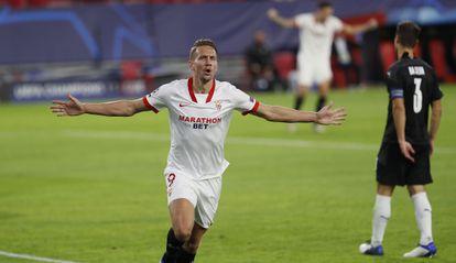 De Jong celebra su gol al Rennes.