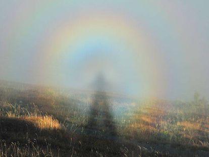 Imagen del Espectro de Brocken, un fenómeno que ocurre sobre todo en las alturas, cuando hay humedad en el aire y el Sol está bajo.