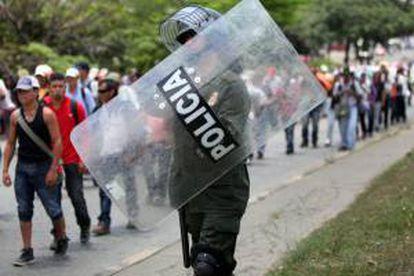 El sector agrario inició el 19 de agosto una huelga en Colombia que, en su punto más álgido, derivó en graves disturbios y mantuvo cerrada la frontera con Ecuador, desabastecidas diversas ciudades del suroeste del país y bloqueados algunos accesos a Bogotá durante días. EFE/Archivo