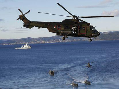 Despliegue militar por mar y aire de las fuerzas durante las maniobras.