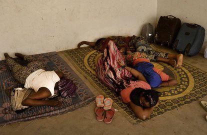 Estación de autobuses de Agadez. Aquí habitan de forma indefinida algunos emigrantes que esperan su momento para regresar a sus países de origen o continuar.