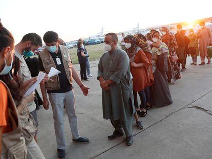 El segundo avión fletado por España para evacuar a españoles y afganos del país asiático ha aterrizado poco después de las ocho y media de la tarde de este viernes en la base aérea militar de Torrejón de Ardoz (Madrid).