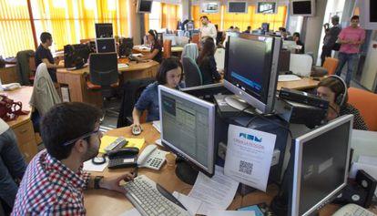 Los trabajadores de Canal 9 seguían ayer con sus funciones.