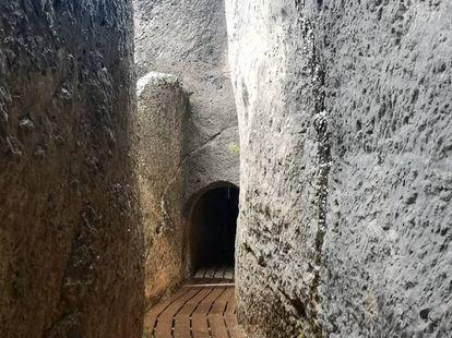 Acueducto romano a su paso por el municipio de Calles.