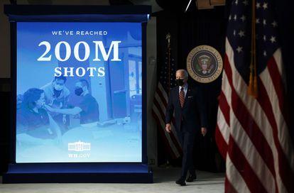 Joe Biden después de anunciar que EE UU ha distribuido 200 millones de dosis de la vacuna contra la covid, el 21 de abril en Washington.