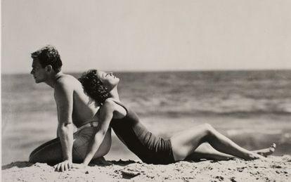 Joan Crawford y Douglas Fairbanks Jr., Santa Mónica, California, 1929.