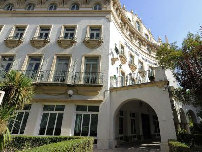El edificio de La Cigüeña, en Valencia, que el Consell ha puesto en venta.