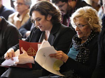Las alcaldesas de Madrid y Barcelona, Manuela Carmena y Ada Colau en Madrid en marzo.