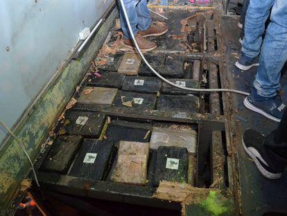 La droga se encontraba oculta en el interior de la carrocería del autobús