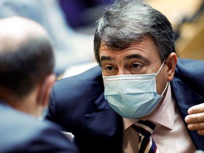 El portavoz del PNV, Aitor Esteban durante la Comisión Sanidad este jueves celebrada en el Congreso de los Diputados en Madrid.