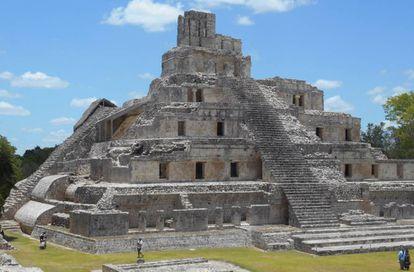 La Pirámide de los Cinco Pisos, edificio maya ubicado en la Península de Yucatán (Campeche, México).