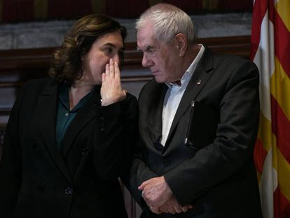 La alcaldesa Ada Colau conversando con Ernest Maragall en  2020, en una imagen de archivo.