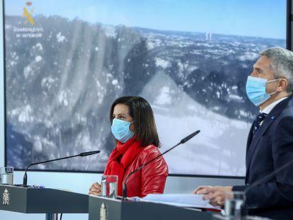La ministra de Defensa, Margarita Robles; y el ministro del Interior, Fernando Grande-Marlaska, en una rueda de prensa el pasado día 13.