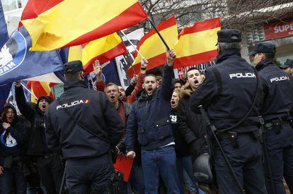 Integrantes del Hogar Social Madrid, en la manifestación de Tetuán.