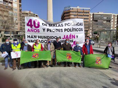 """Plataformas ciudadanas convocan una caravana a Despeñaperros contra el """"maltrato político"""" a la provincia."""