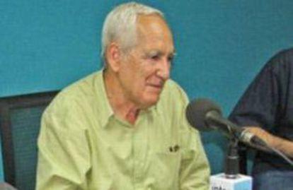 El escritor Víctor Fuentes.