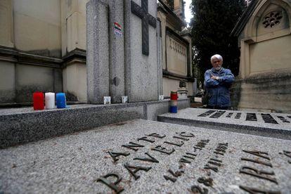 La tumba del dictador croata Ante Pavelic en el cementerio de San Isidro.