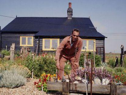 Es el pequeño paraíso artístico que el cineasta Derek Jarman plantó en Prospect Cottage, la casita victoriana de pescadores a la que se retiró. Tras la muerte de su viudo en 2018, la propiedad corre el riesgo de venderse a manos privadas.