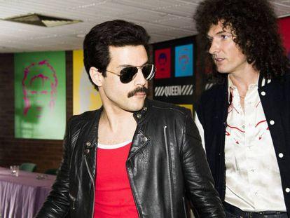 Rami Malek (izquierda) y Gwilym Lee, en los papeles de Freddie Mercury y Bryan May en 'Bohemian Rhapsody'.