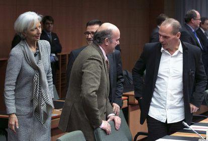 El ministro de Economía español Luis de Guindos y el griego Yanis Varoufakis.