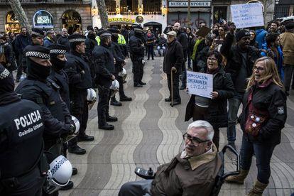 La unidad antidisturbios se retiró, el pasado domingo, de una protesta en la Rambla.