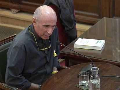 El cantautor y exdiputado de Junts pel Sí Lluís Llach, durante su declaración en el Tribunal Supremo. / VÍDEO: Fragmento de la declaración de Lluís Llach.