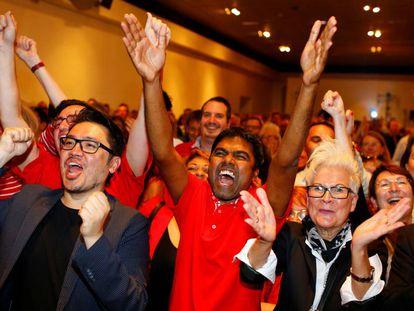Simpatizantes del SPD en Hanover celebran el resultado de las elecciones regionales.