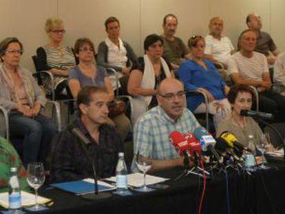 Un momento de la presentación de la iniciativa de las víctimas esta mañana en San Sebastián.