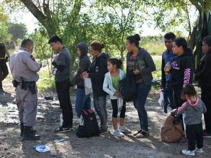 Solicitantes de asilo centroamericanos en Los Ebanos, Texas.