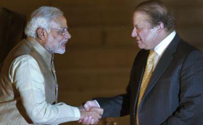 El primer ministro indio, Narendra Modi (izq), y el primer ministro de Pakistán, Nawaz Sharif.