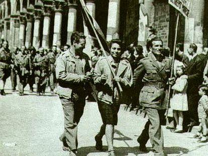 Partisanos en Milán, tras la liberación del fascismo.