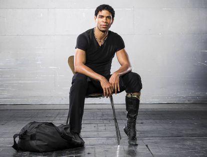 El bailarín y coreógrafo Carlos Acosta, criado en el barrio marginal de Los Pinos en La Habana, se convirtió en una leyenda internacional de la danza.
