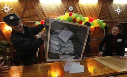 Inicio del recuento en un colegio electoral ruso.