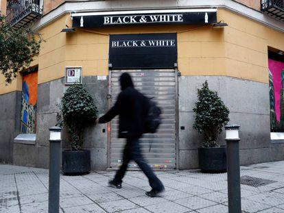Puerta del recién cerrado Black and White el viernes.