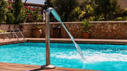 Una selección de artículos y accesorios para adecentar, limpiar y poner a punto la piscina de casa este verano.