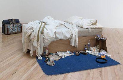 La instalación 'My Bed' (1998), de Tracey Emin, es una cama deshecha rodeada de basura.