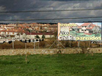 Anuncio de una promoción de casas pareadas en Palazuelos de Eresma (Segovia), el pasado diciembre.