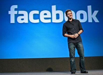 D. Moskovitz, cofundador de Facebook, habla en un acto de la asociación de la industria celular.