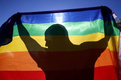 Sergio, víctima de una agresión, en una concentración en la Puerta del Sol de Madrid contra las agresiones homófobas.