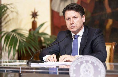 El primer ministro italiano, Giuseppe Conte, durante una rueda de prensa este sábado.
